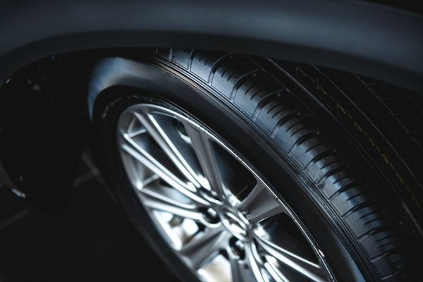 オシャレに性能アップ!タイヤのカスタムについて解説